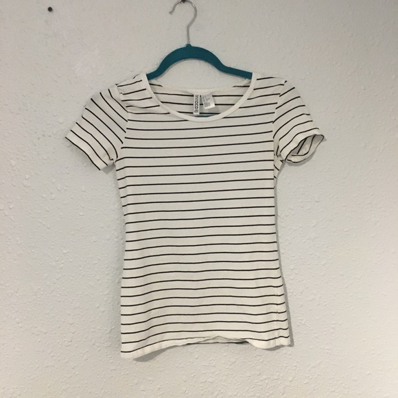 Divided Tops - Striped black and white shirt